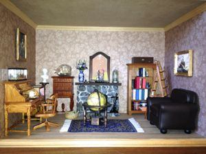 Dollhouse library roombox.